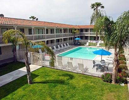 hotel-in-carlsbad-motel-6-carlsbad-south_1