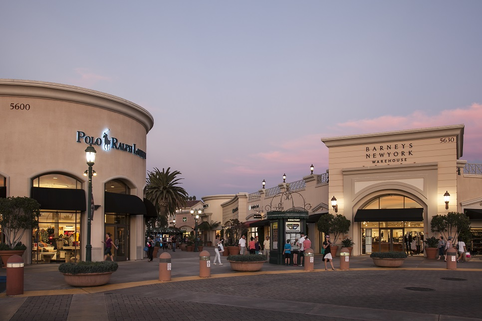 Outlet malls, Factory outlet stores, Outlet Shops - Locations, Hours, Phones, Map, Contacts New York outlet malls online directory - get information about more than 8 New York - NY outlet malls including New York outlet malls hours, locations, factory outlet store list and user reviews and ratings.